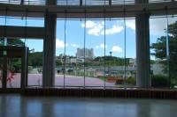 てだこホールから見える浦添市役所庁舎