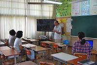 浦添市立小中学校のICT環境について説明。