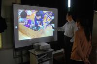 【iProjection】で投影した画像にプロジェクター内蔵の電子黒板機能で書き込み。