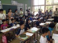 多くの先生方が授業参観していました。