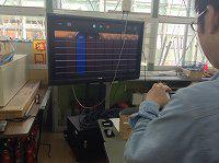 手元の操作が無線で投影されています。