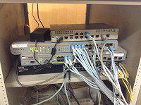 コンピュータ準備室のスイッチングハブ等。