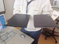 左がNECの軽量モバイルノート、右がMicrosoft Surface Pro 3